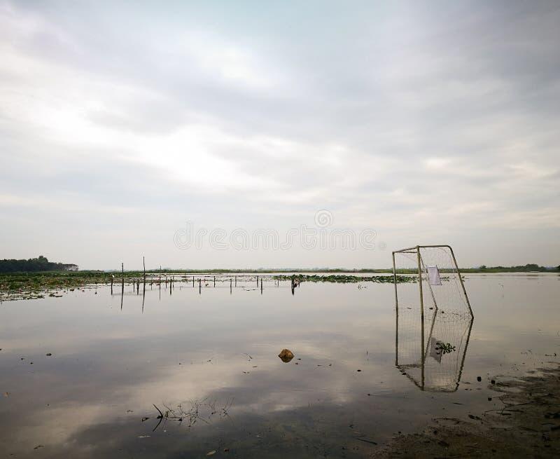 Inondazione sopra il campo di football americano fotografie stock