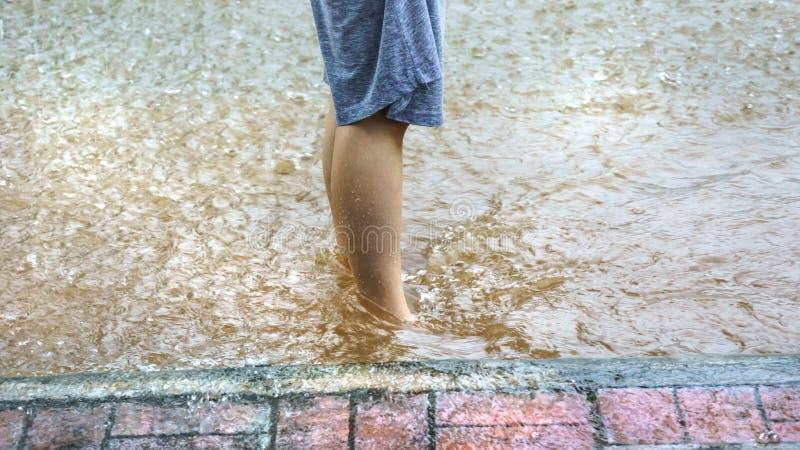 Inondazione sulla strada fotografia stock