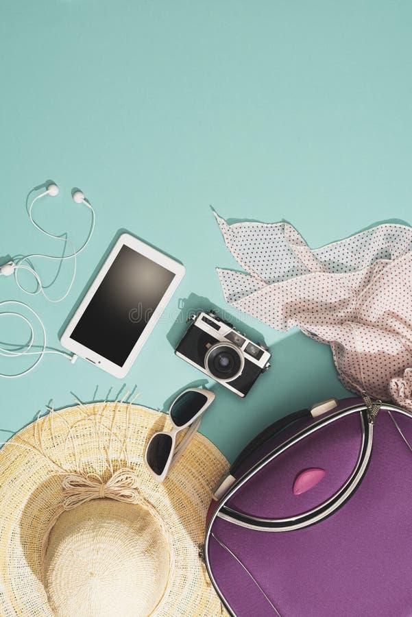 Inpackning och l?mna f?r sommarsemestrar fotografering för bildbyråer