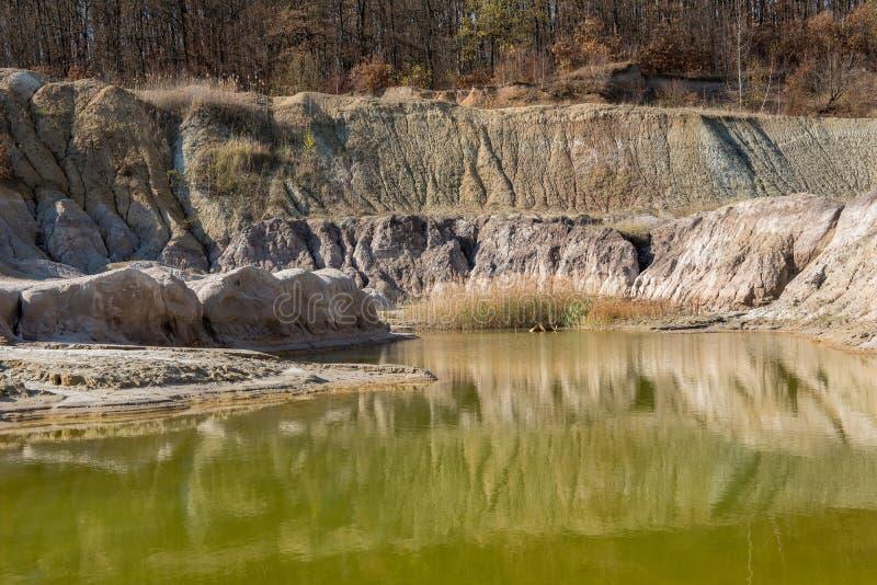Inquinamento contaminato dell'acqua di pozzo immagine stock