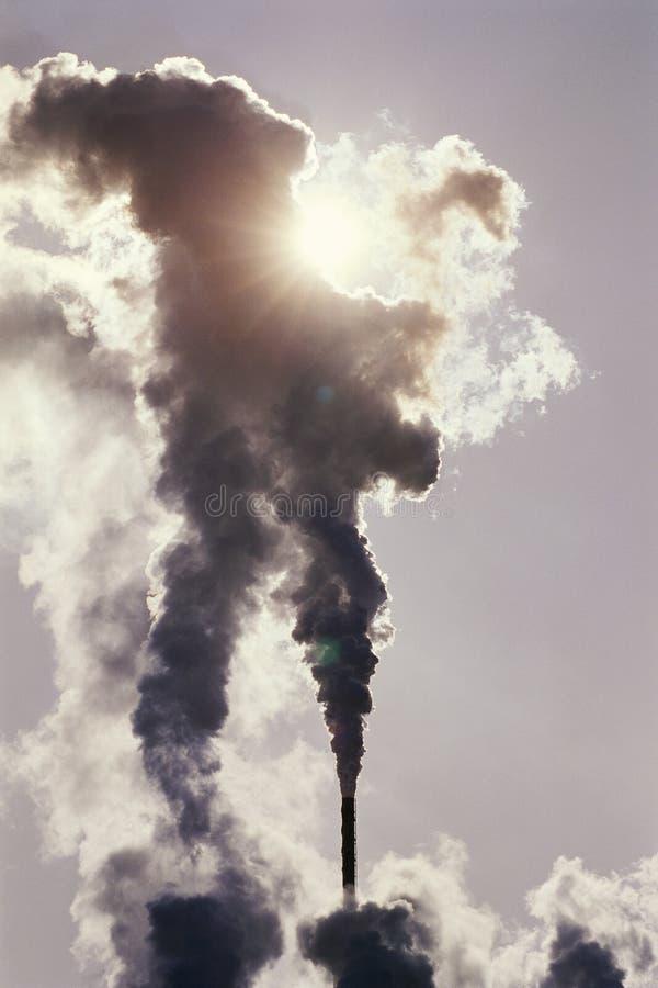 Inquinamento dai fumaioli immagine stock libera da diritti