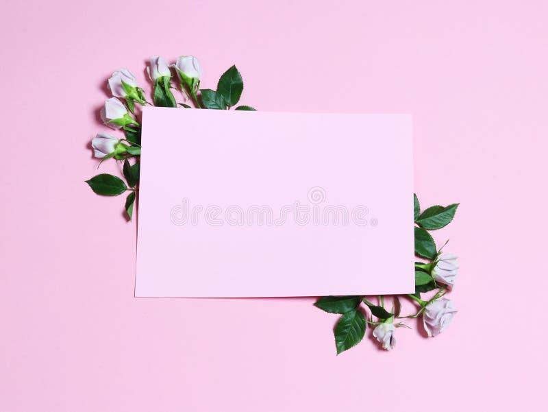 Inrama med blommor Rosa vita rosor royaltyfri illustrationer