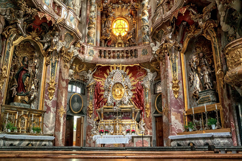 Inre av Asamkirche i Munic royaltyfri foto