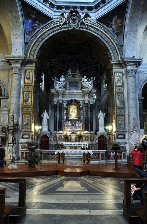 Inre av basilikan av Santa Maria del Popolo italy rome royaltyfria foton