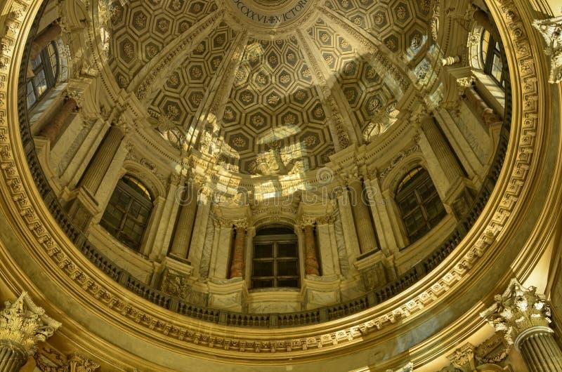 Inre av basilikan di Superga royaltyfria foton