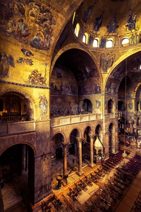 Inre av basilikan för St Mark ` s i Venedig arkivbild