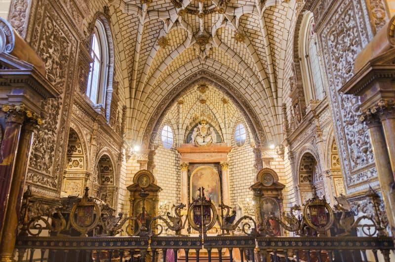 Inre av berömda Toledo Cathedral royaltyfria foton