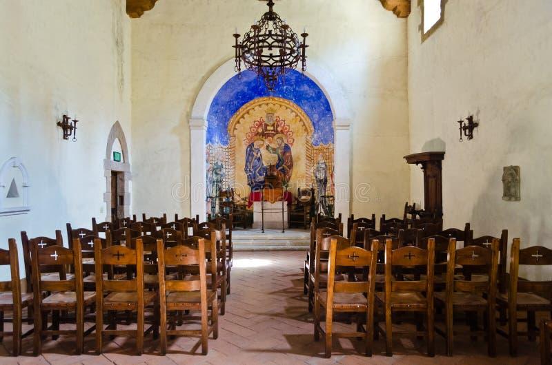 Inre av Castello di Amorosa i Napa Valley Kalifornien arkivfoton