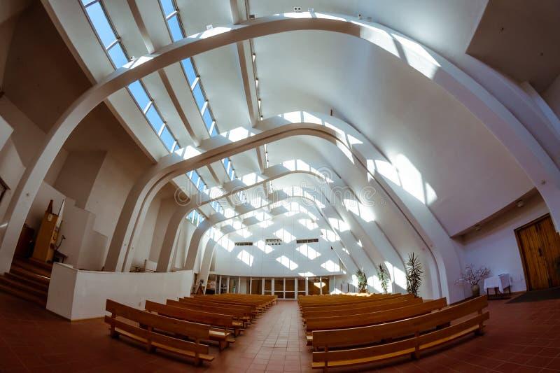 Inre av den Alvar Aalto kyrkan i Riola Italien fotografering för bildbyråer
