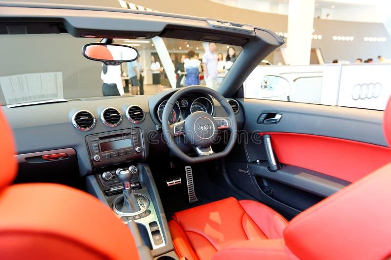 Inre av den Audi TT roadsteren på Audi centrerar Singapore arkivbild