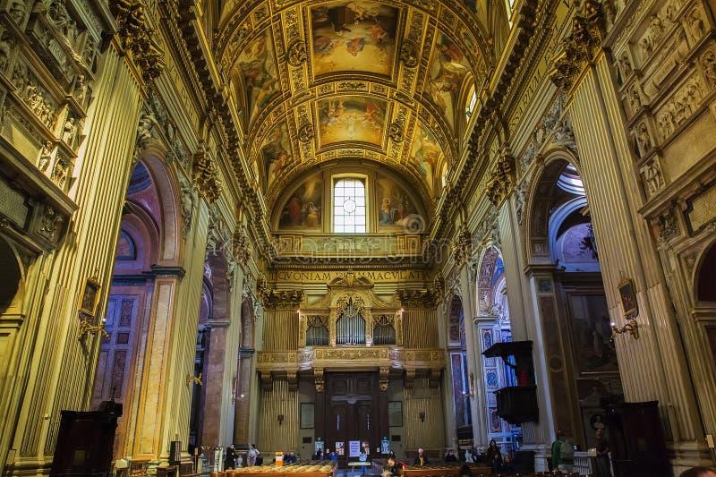 Inre av den barocka kyrkan av St Andrew i Rome, Italien royaltyfri foto