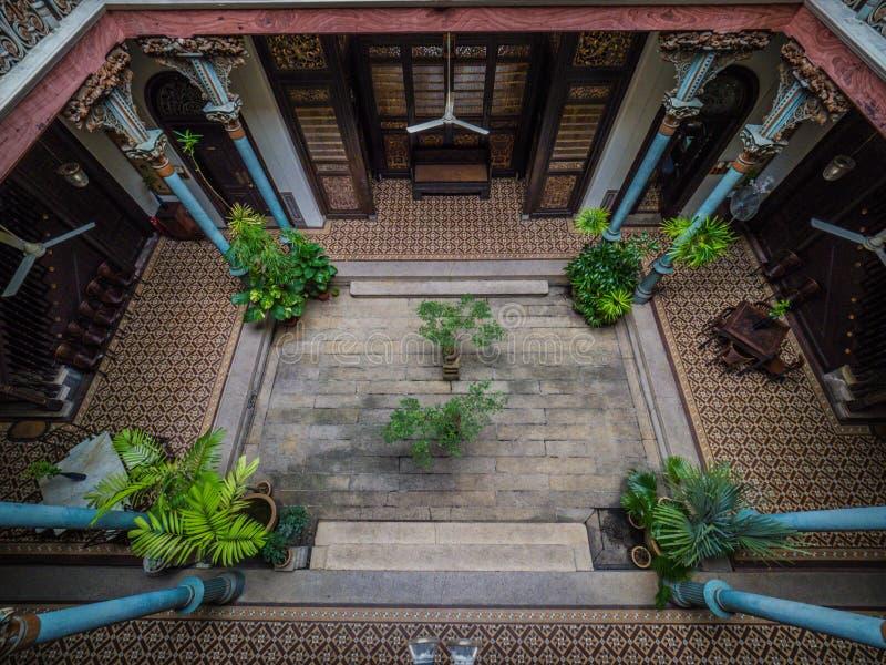 Inre av den berömda Cheong Fatt Tze, blå herrgård royaltyfri fotografi