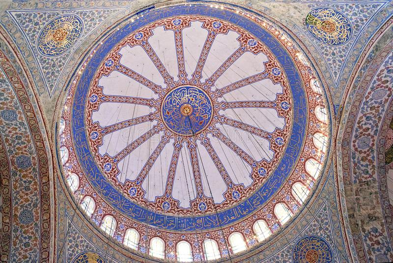 Inre av den blåa moskén i Istanbul, Turkiet arkivfoto