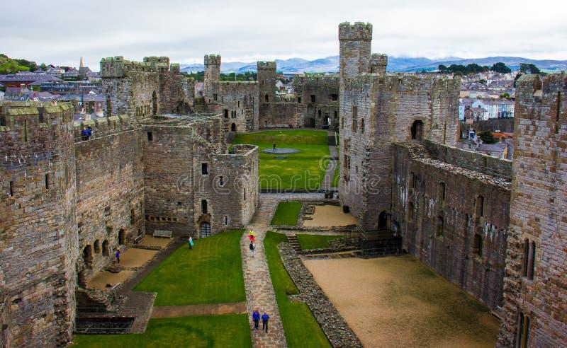 Inre av den Caernarfon slotten royaltyfria bilder