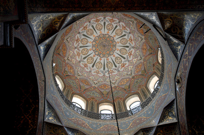 Inre av den Echmiadzin domkyrkan, Armenien royaltyfria foton
