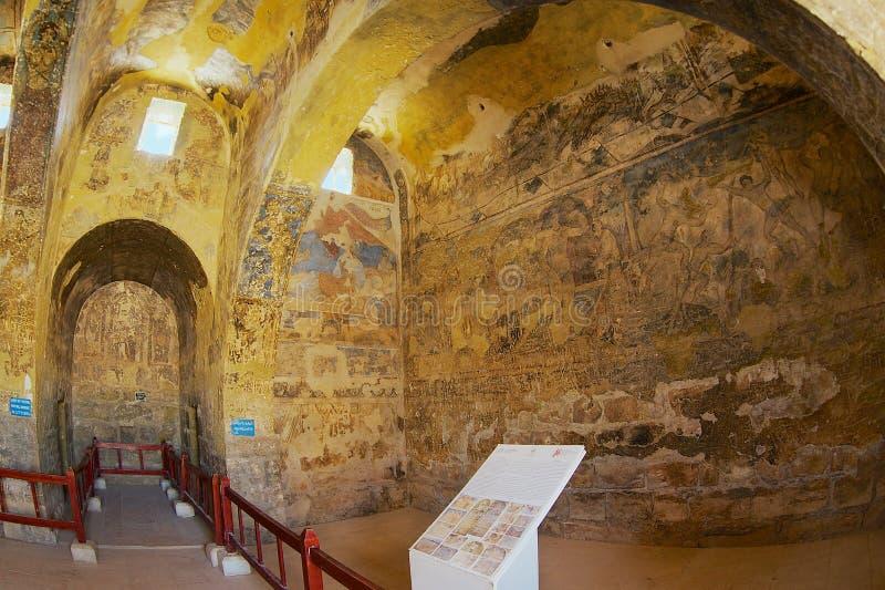 Inre av den forntida Umayyad ökenslotten av Qasr Amra med roman vägg- vägg- och takgarnering i Zarqa, Jordanien royaltyfri foto