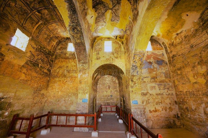 Inre av den forntida Umayyad ökenslotten av Qasr Amra med roman vägg- vägg- och takgarnering i Zarqa, Jordanien arkivfoton