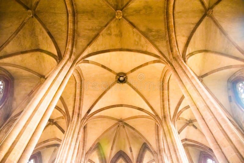 Inre av den gotiska domkyrkan av St Lorenz, Nuremberg, Tyskland arkivfoto