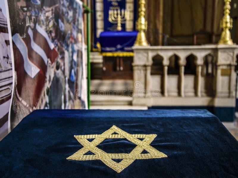 Inre av den huvudsakliga synagogan i Sofia, Bulgarien fotografering för bildbyråer