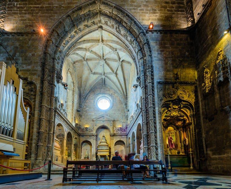 Inre av den Jeronimos kloster fotografering för bildbyråer