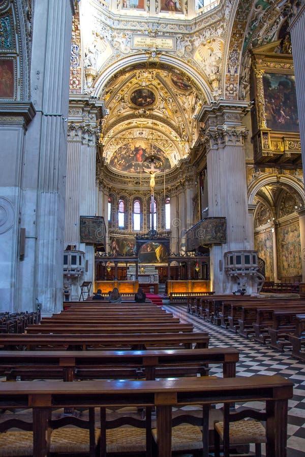 Inre av den kyrkliga Santa Maria Maggiore i Bergamo, Italien arkivfoto