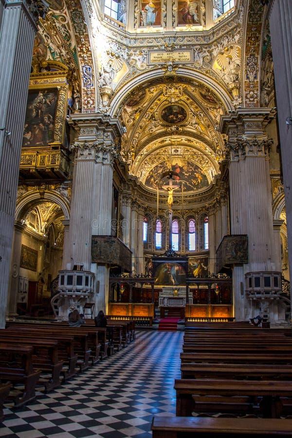 Inre av den kyrkliga Santa Maria Maggiore i Bergamo, Italien royaltyfri bild
