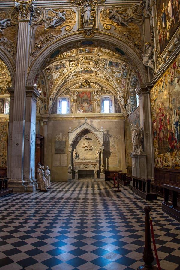 Inre av den kyrkliga Santa Maria Maggiore i Bergamo, Italien arkivbilder