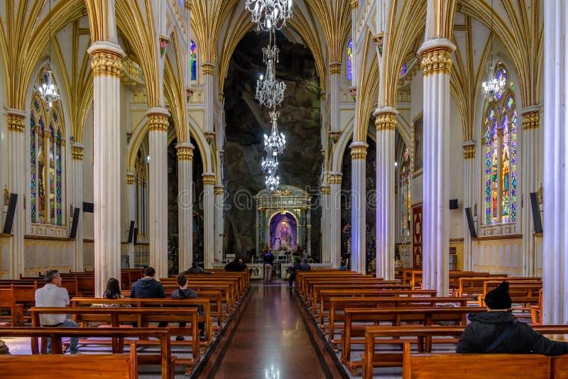 Inre av den Las Lajas fristaden - Ipiales, Colombia royaltyfria bilder
