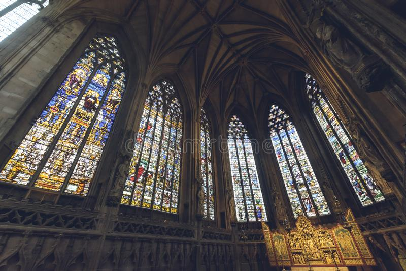 Inre av den Lichfield domkyrkan - dam Chapel Stained Glass eller arkivfoto