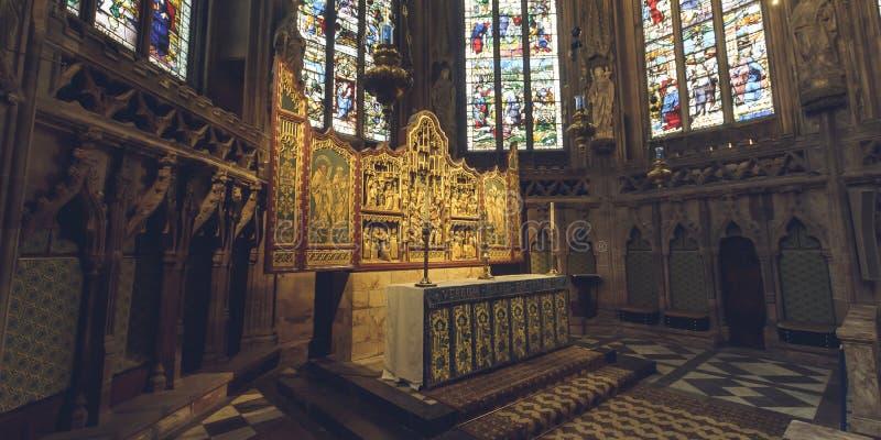 Inre av den Lichfield domkyrkan - damen Chapel Altar - vänster sida royaltyfria foton