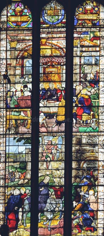 Inre av den Lichfield domkyrkan - målat glass i damen Chapel royaltyfri fotografi