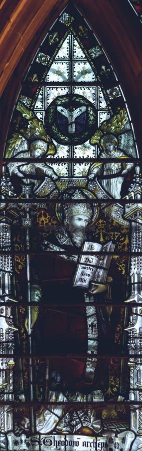 Inre av den Lichfield domkyrkan - målat glass i kapitlet Hous fotografering för bildbyråer