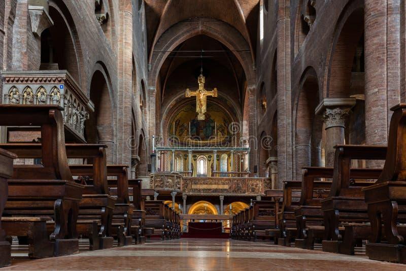 Inre av den Modena domkyrkan royaltyfri fotografi