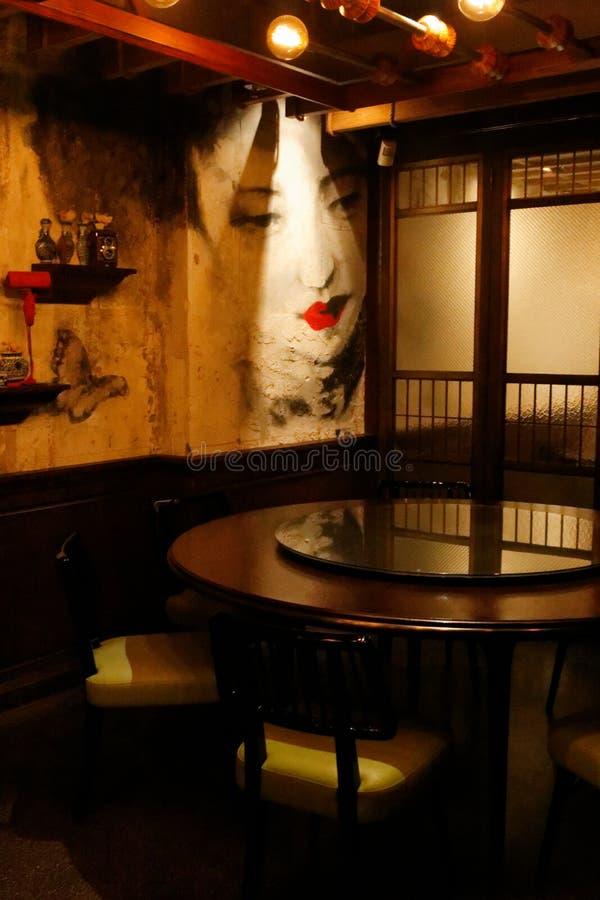 Inre av den Mott 32 restaurangen, Hong Kong, bakgrund royaltyfri bild