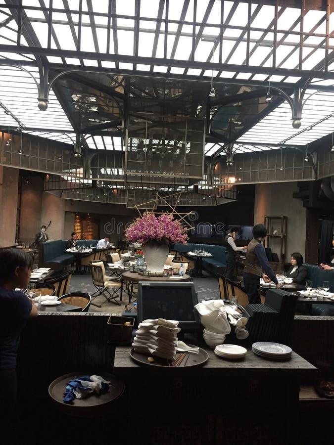 Inre av den Mott 32 restaurangen, Hong Kong royaltyfria foton