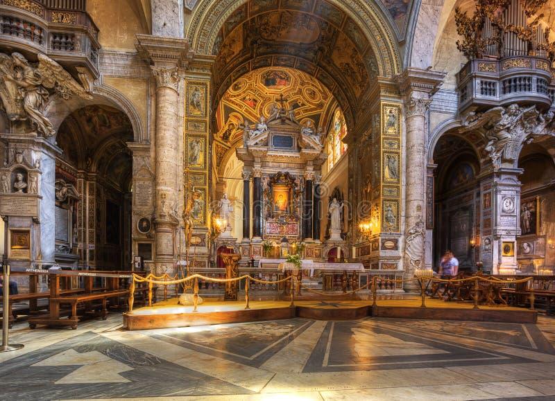 Inre av den Santa Maria del Popolo kyrkan. arkivbild