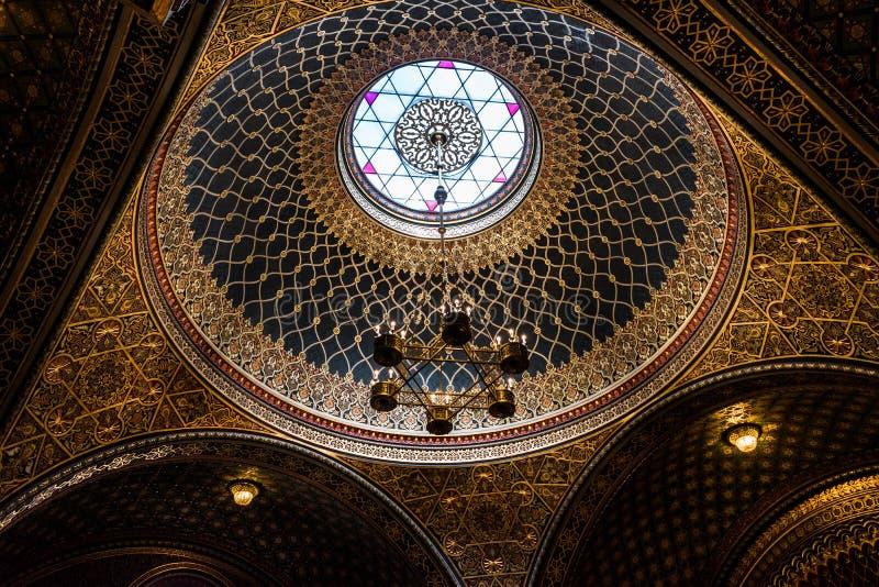 Inre av den spanska synagogan, Prague - Tjeckien royaltyfria foton