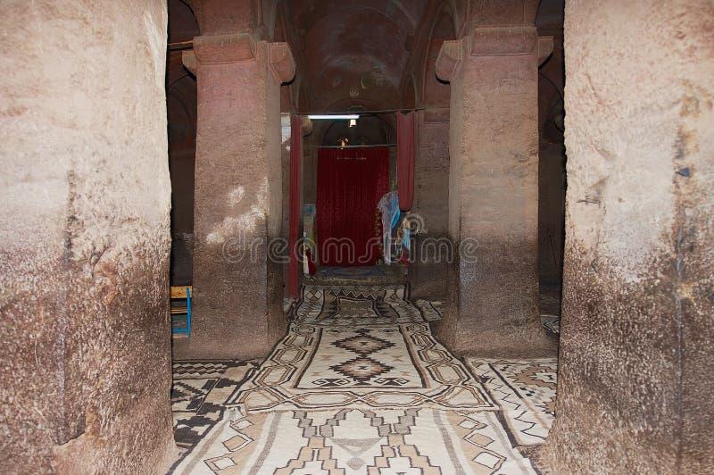 Inre av den största vagga-högg ut kyrkliga Bet Medhane Alem House av frälsaren av världen i Lalibela, Etiopien fotografering för bildbyråer