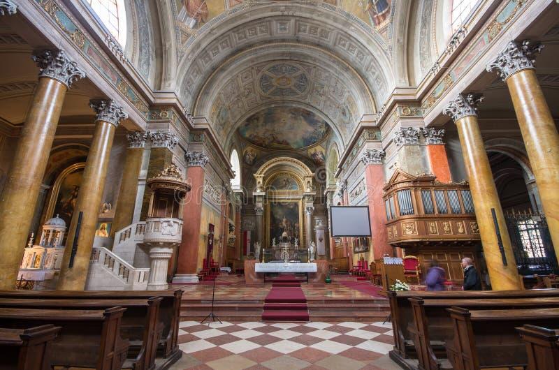Inre av den St John basilikan, Eger, Ungern fotografering för bildbyråer
