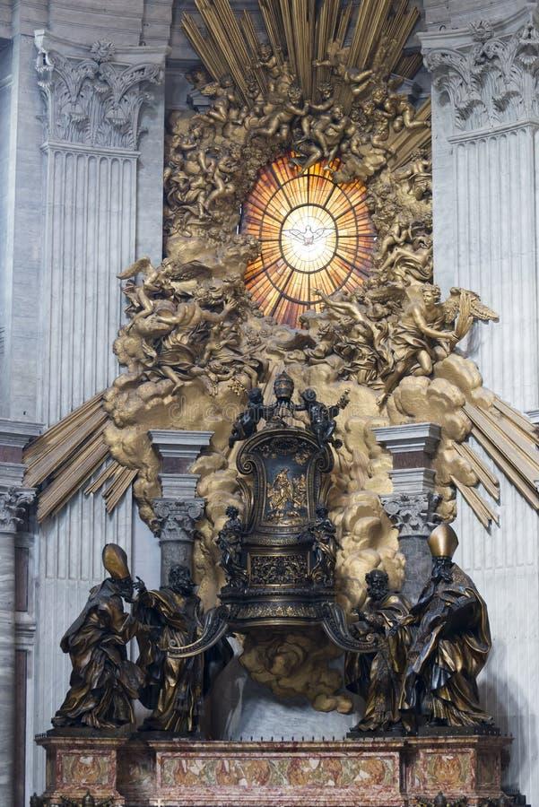 Inre av den St Peter s basilikan, Vaticanen, Rome royaltyfri bild