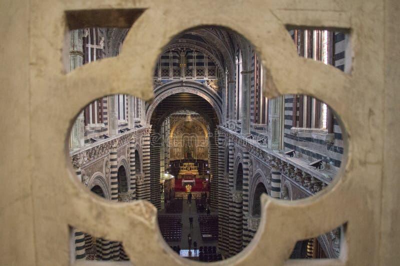 Inre av den storstads- domkyrkan av Santa Maria Assunta och porten av himmel, Siena, Tuscany italy arkivbilder