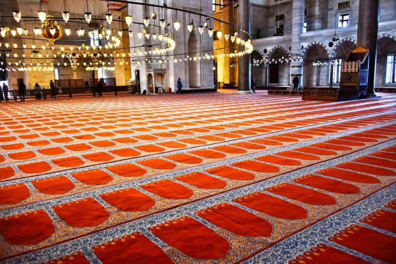 Inre av den Suleymaniye moskén i Istanbul, Turkiet arkivbilder