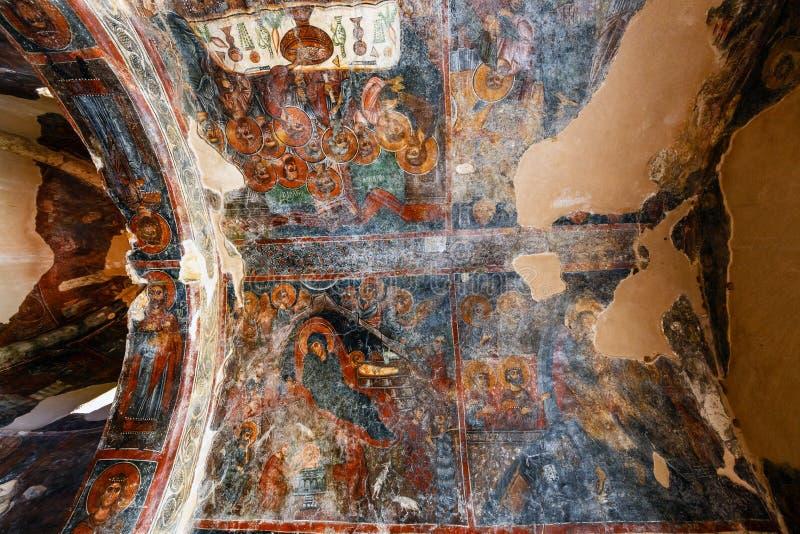 Inre av den three-aisled bysantinska kyrkliga Panagiaen Kera i byn Kritsa, Kreta, Grekland arkivfoton