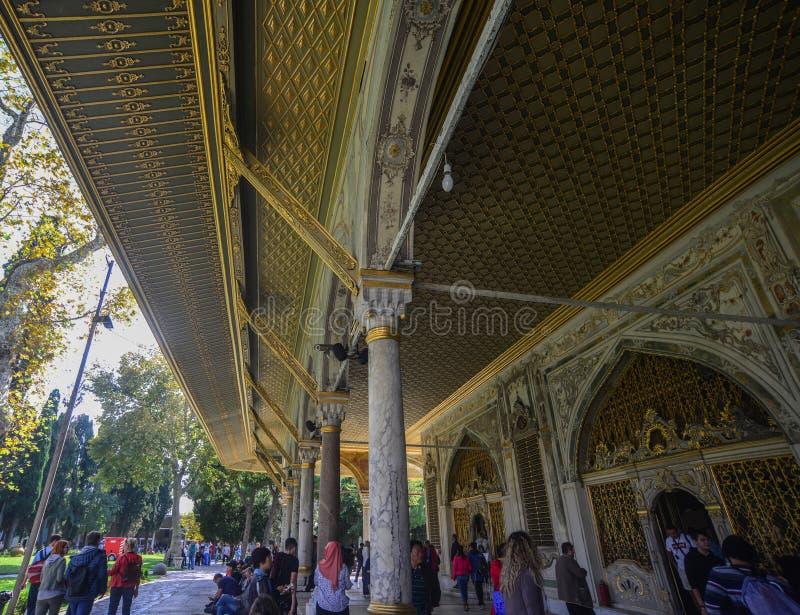 Inre av den Topkapi slotten i Istanbul, Turkiet arkivbilder