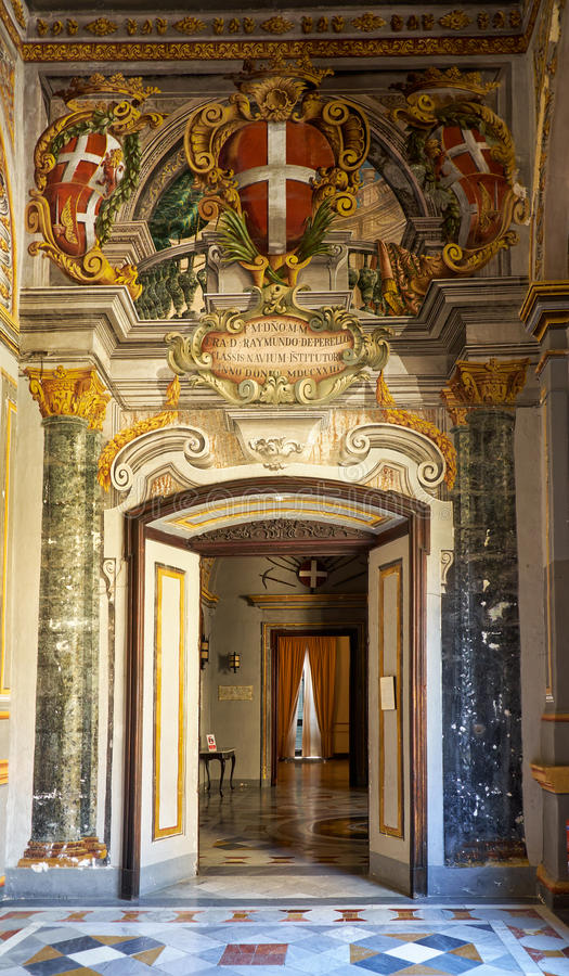 Inre av det huvudsakliga golvet av slotten för Grandmaster` s valletta royaltyfria bilder