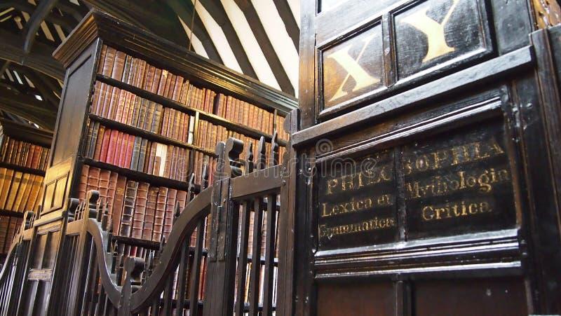 Inre av det medeltida Chethams arkivet, Manchester, England royaltyfri bild