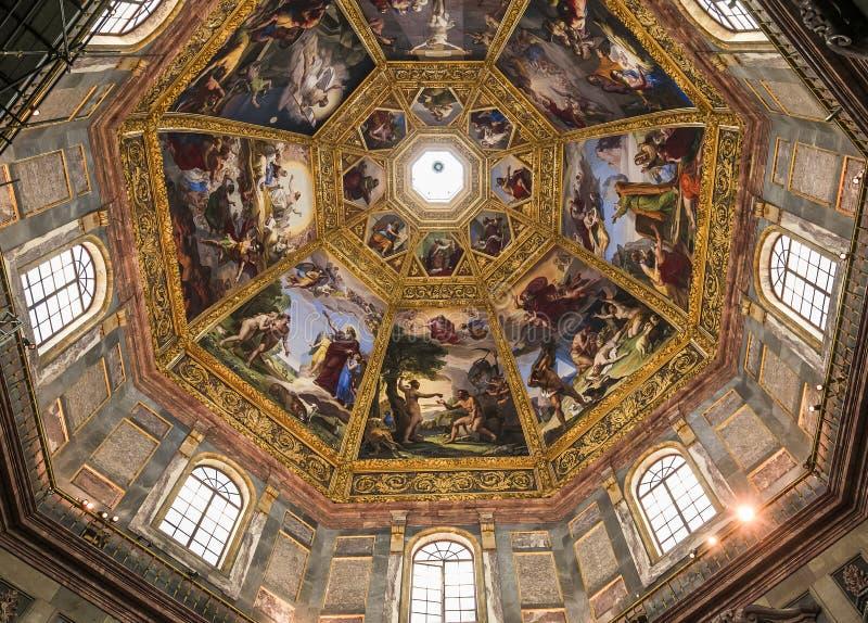 Inre av det Medici kapellet, Florence, Italien arkivfoton