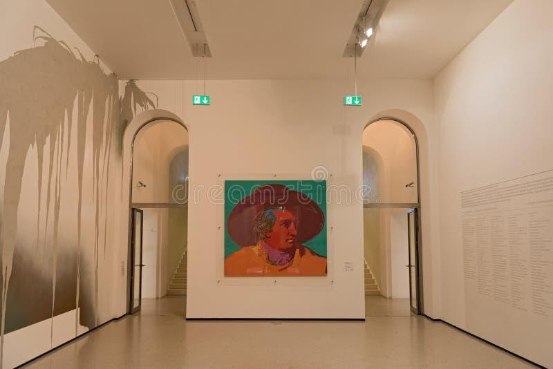 Inre av det nya samtida konstmuseet på det Staedel museet i den Frankfurt Tyskland royaltyfria foton