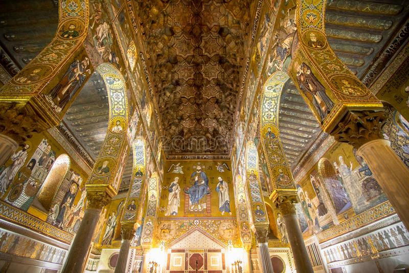 Inre av det Palatine kapellet, Palermo, Italien royaltyfri fotografi