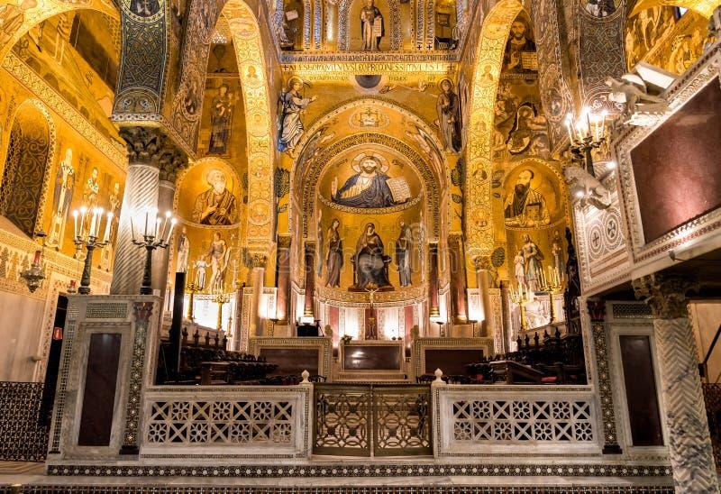 Inre av det Palatine kapellet av Royal Palace i Palermo arkivfoton